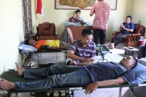 Donor darah yang dilakukan warga Desa Mejuwet.