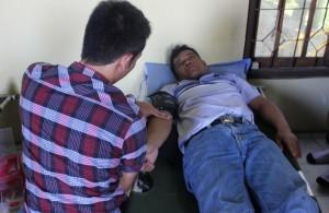 Kepala Desa Mejuwet mengikuti donor darah.