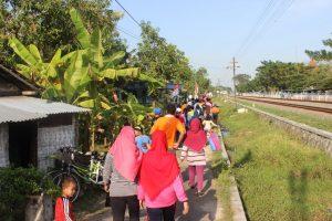 Jalan Sehat Mengelilingi Desa.